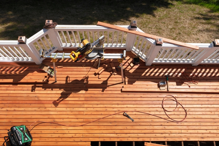 6 Best Outdoor Deck Flooring Materials for Your House